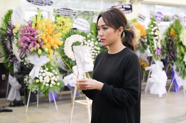 Gia đình Lê Bình trao 100 triệu ủng hộ nghệ sĩ nghèo theo di nguyện của ông  - 7