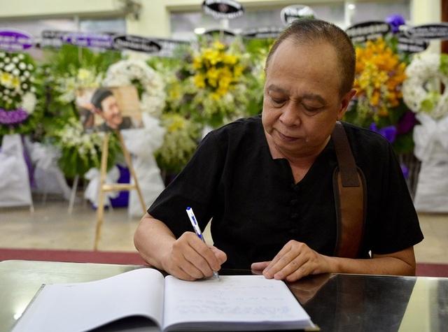 Gia đình Lê Bình trao 100 triệu ủng hộ nghệ sĩ nghèo theo di nguyện của ông  - 6