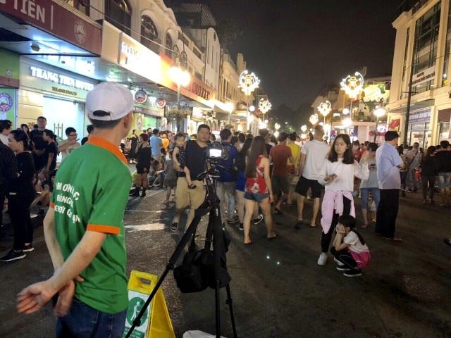 Hà Nội: Ghi hình người xả rác trên phố đi bộ để xử phạt - 1