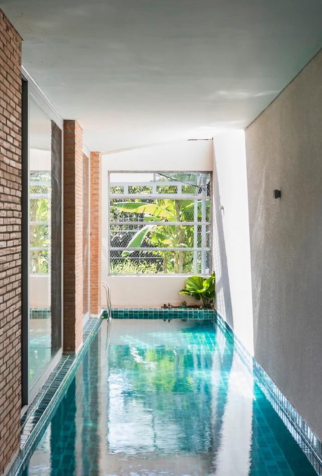 Giấu cả bể bơi trong phòng khách, ngôi nhà ba thế hệ ở TPHCM gây ấn tượng mạnh - 9