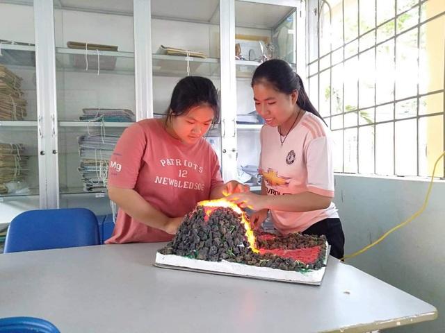 Nữ sinh trường huyện giành giải Nhì cuộc thi Khoa học Kỹ thuật cấp quốc gia - 4
