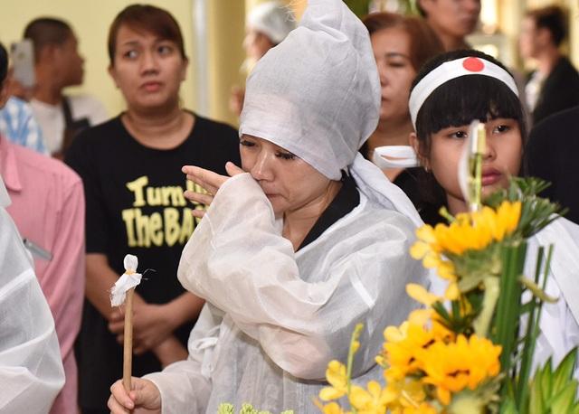 Đồng nghiệp tiễn đưa nghệ sĩ Lê Bình về nơi an nghỉ cuối cùng - 9