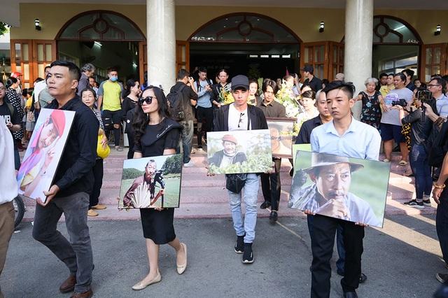 Đồng nghiệp tiễn đưa nghệ sĩ Lê Bình về nơi an nghỉ cuối cùng - 14