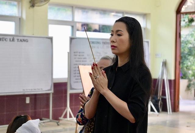 Đồng nghiệp tiễn đưa nghệ sĩ Lê Bình về nơi an nghỉ cuối cùng - 5