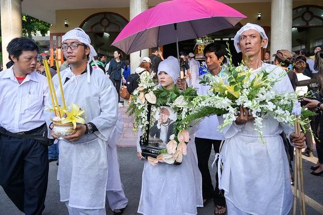 Đồng nghiệp tiễn đưa nghệ sĩ Lê Bình về nơi an nghỉ cuối cùng - 11