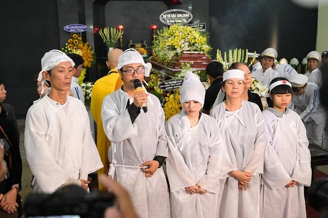 Đồng nghiệp tiễn đưa nghệ sĩ Lê Bình về nơi an nghỉ cuối cùng - 1