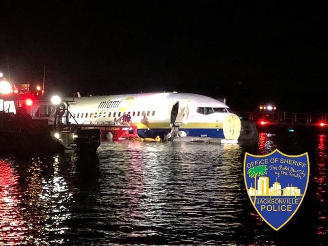 Máy bay chở 130 người rơi xuống sông ở Mỹ - 1