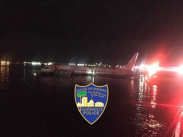 Máy bay chở 130 người rơi xuống sông ở Mỹ - 2