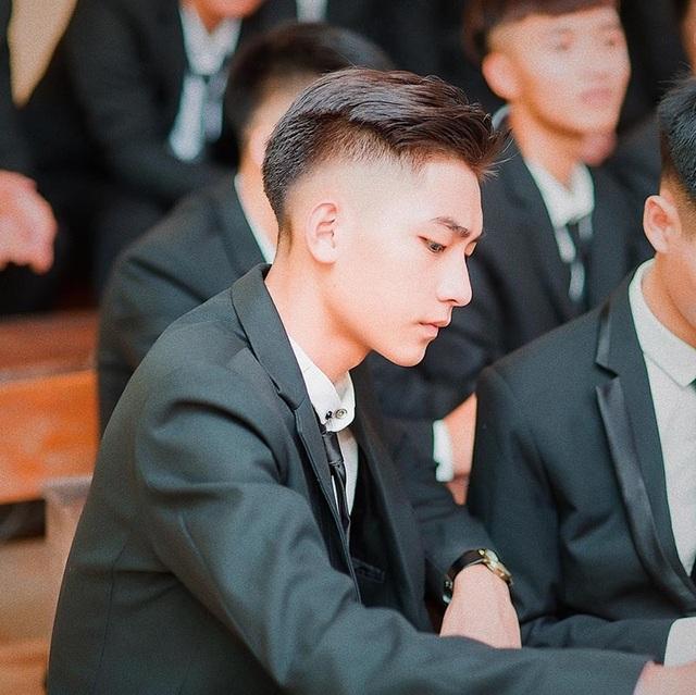 """Nam sinh Hà Nội được ví là """"cực phẩm"""", góc nghiêng giống ca sĩ Sơn Tùng M-TP - 1"""