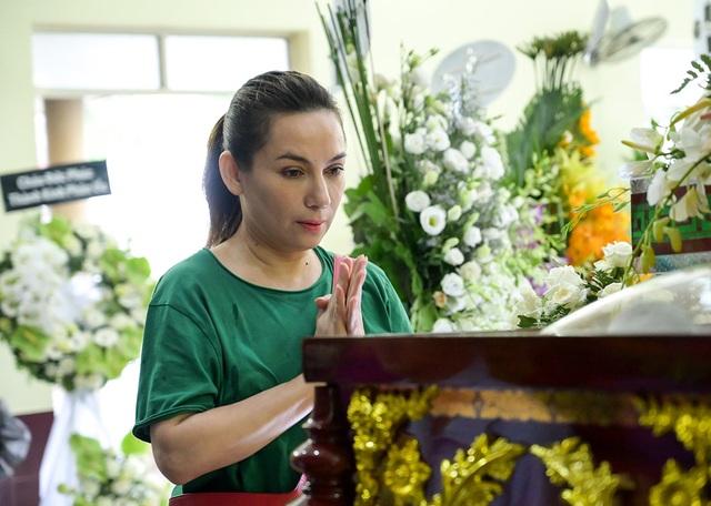 Gia đình Lê Bình trao 100 triệu ủng hộ nghệ sĩ nghèo theo di nguyện của ông  - 12