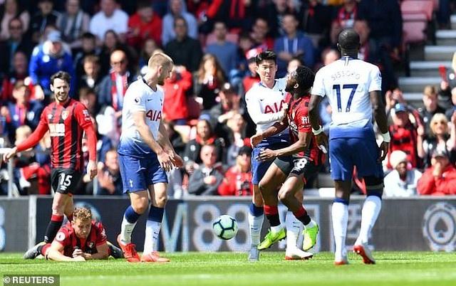 Nhìn lại tình huống Tottenham thất bại vì 2 chiếc thẻ đỏ oan nghiệt - 1