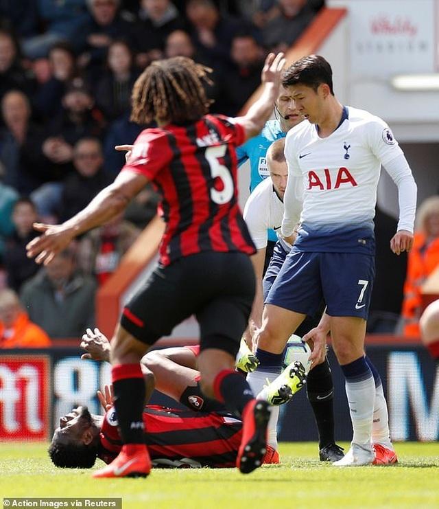Nhìn lại tình huống Tottenham thất bại vì 2 chiếc thẻ đỏ oan nghiệt - 3