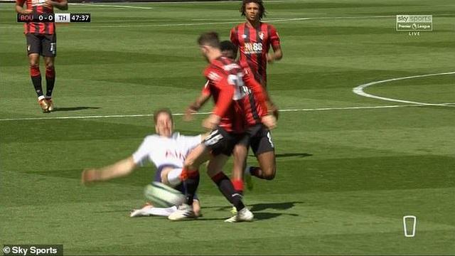 Nhìn lại tình huống Tottenham thất bại vì 2 chiếc thẻ đỏ oan nghiệt - 9