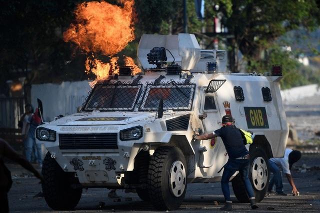 Xe bọc thép Trung Quốc sản xuất xuất hiện trong cuộc bạo động tại Venezuela - 1
