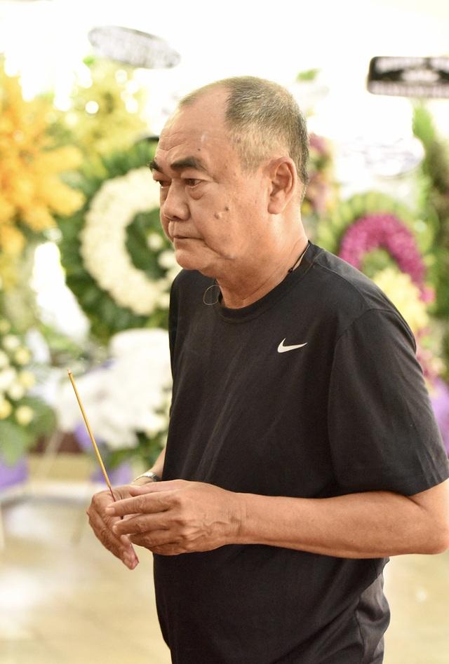 Gia đình Lê Bình trao 100 triệu ủng hộ nghệ sĩ nghèo theo di nguyện của ông  - 5