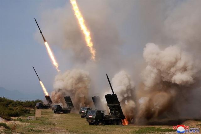 Dàn vũ khí Triều Tiên khai hỏa trong cuộc tập trận phòng thủ - 5