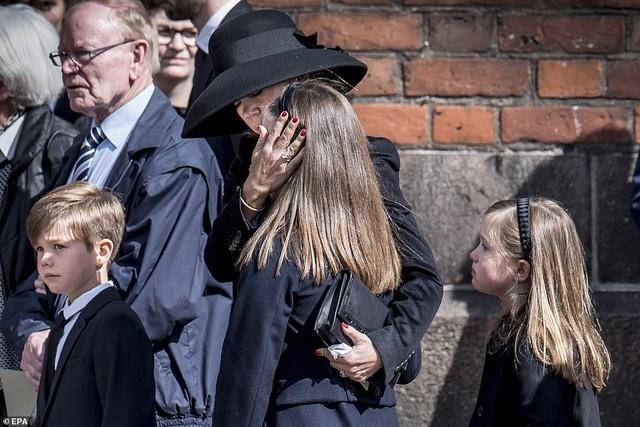 Tỷ phú Đan Mạch đau buồn tiễn đưa 3 con thiệt mạng vì vụ đánh bom ở Sri Lanka - 3