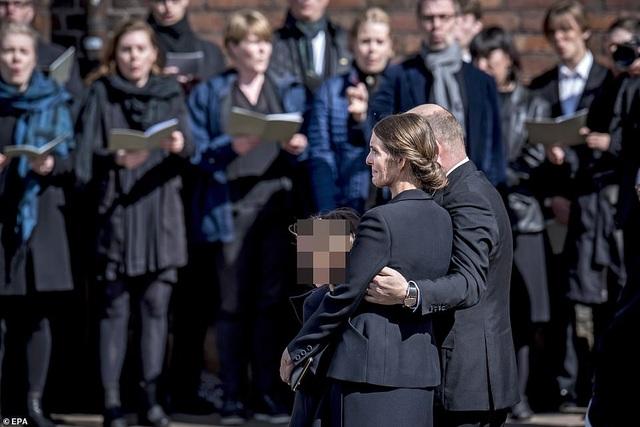 Tỷ phú Đan Mạch đau buồn tiễn đưa 3 con thiệt mạng vì vụ đánh bom ở Sri Lanka - 11