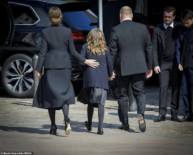 Tỷ phú Đan Mạch đau buồn tiễn đưa 3 con thiệt mạng vì vụ đánh bom ở Sri Lanka - 9