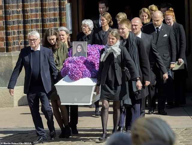 Tỷ phú Đan Mạch đau buồn tiễn đưa 3 con thiệt mạng vì vụ đánh bom ở Sri Lanka - 6
