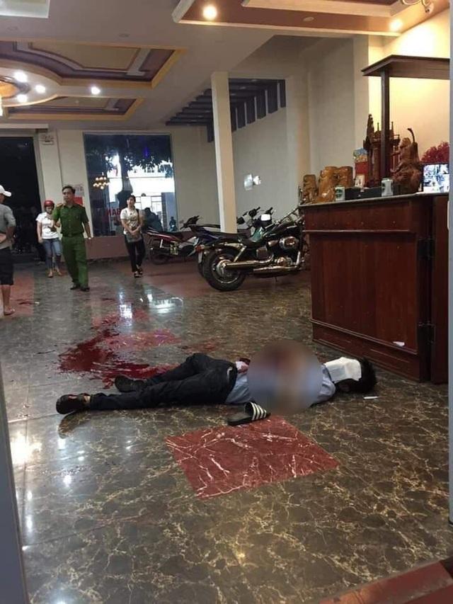 Cán bộ huyện dùng dao bầu đâm đồng nghiệp tử vong tại quán karaoke - 1