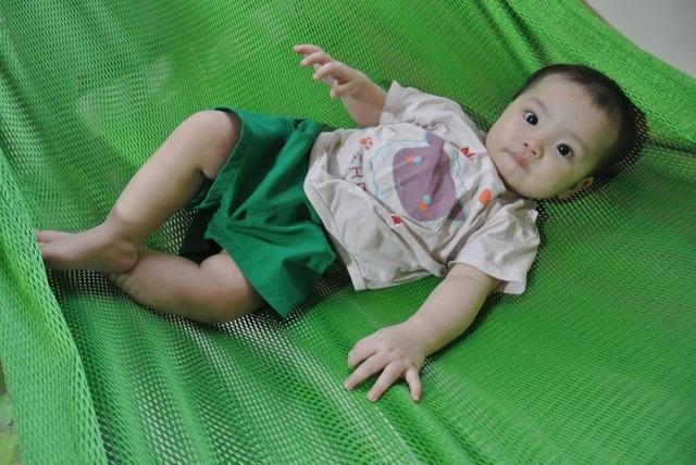 Bố mẹ tật nguyền ôm con 8 tháng tuổi bị teo mật cầu xin sự sống làm xã hội rung động - 5