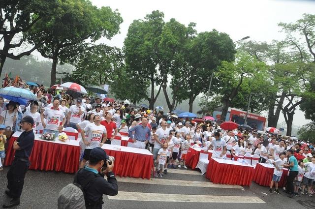 Hơn 1300 người chạy dưới mưa, góp tiền đồng hành cùng báo Dân trí xây trường tặng các em học sinh dân tộc tại Lai Châu - 2