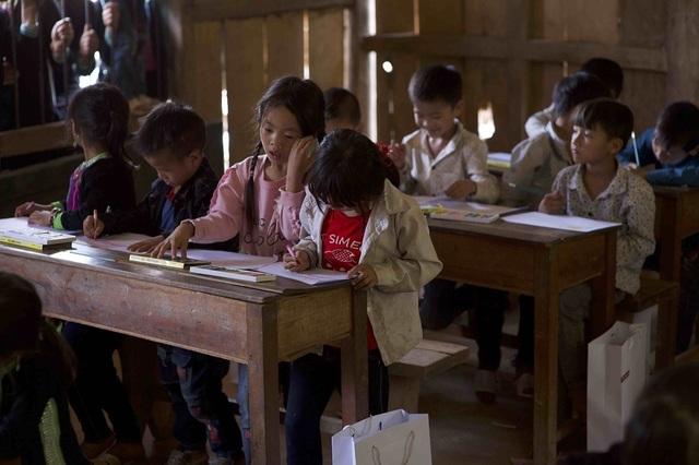 Hơn 1300 người chạy dưới mưa, góp tiền đồng hành cùng báo Dân trí xây trường tặng các em học sinh dân tộc tại Lai Châu - 4