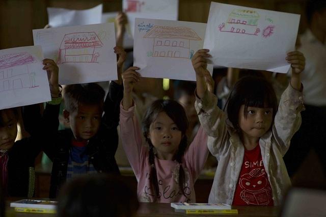 Hơn 1300 người chạy dưới mưa, góp tiền đồng hành cùng báo Dân trí xây trường tặng các em học sinh dân tộc tại Lai Châu - 3