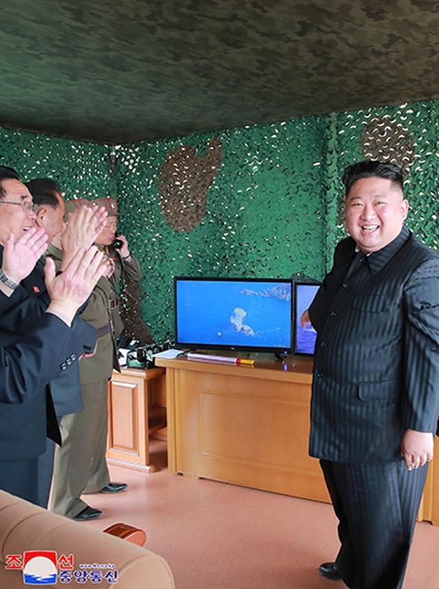 Dàn vũ khí Triều Tiên khai hỏa trong cuộc tập trận phòng thủ - 10