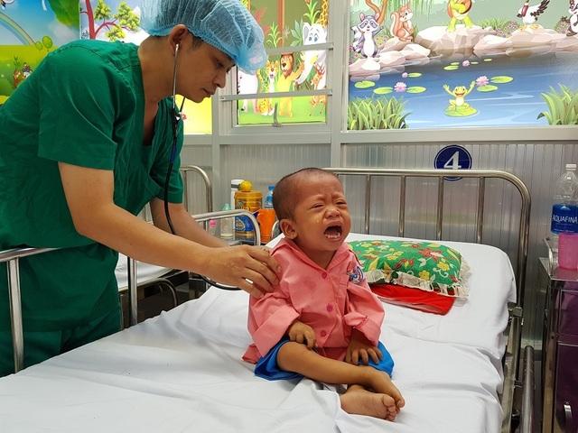 Gia đình nghèo truyền kiếp, người mẹ khờ ôm con gái bệnh tim sống lay lắt - 4