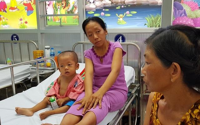 Gia đình nghèo truyền kiếp, người mẹ khờ ôm con gái bệnh tim sống lay lắt - 5