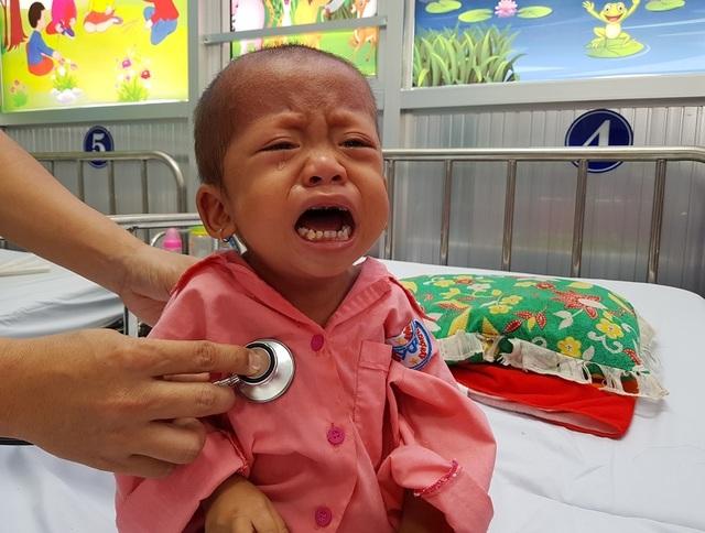 Gia đình nghèo truyền kiếp, người mẹ khờ ôm con gái bệnh tim sống lay lắt - 6