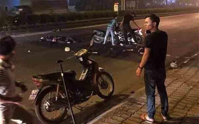 Hà Nội: Xe máy kẹp 3 tông thẳng xe cảnh sát, một Đại uý công an tử vong - 1