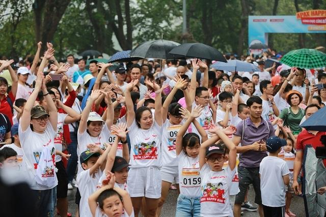 Hơn 1300 người chạy dưới mưa, góp tiền đồng hành cùng báo Dân trí xây trường tặng các em học sinh dân tộc tại Lai Châu - 10