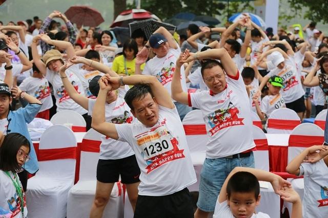 Hơn 1300 người chạy dưới mưa, góp tiền đồng hành cùng báo Dân trí xây trường tặng các em học sinh dân tộc tại Lai Châu - 14