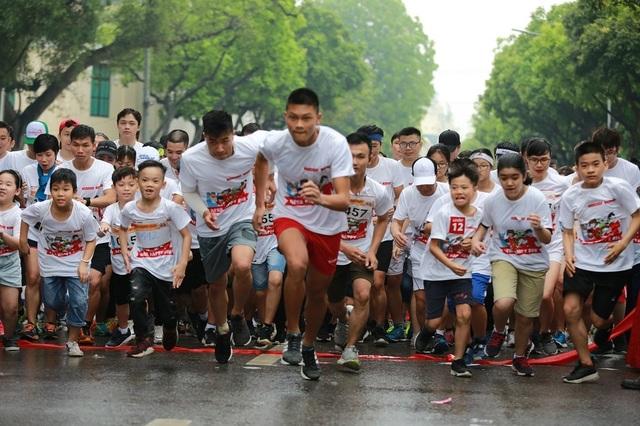 Hơn 1300 người chạy dưới mưa, góp tiền đồng hành cùng báo Dân trí xây trường tặng các em học sinh dân tộc tại Lai Châu - 16