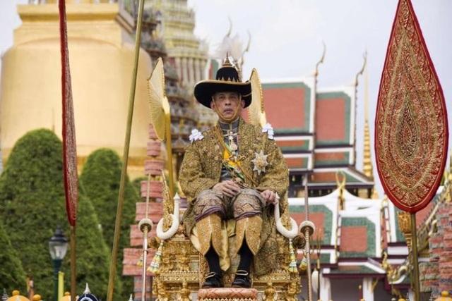 Quốc vương Thái Lan tuyên bố trị vì bằng chính nghĩa ngay sau đăng quang - 1