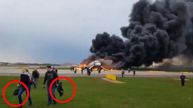 Hành khách lên tiếng về những người lấy hành lý khi thoát hiểm máy bay Nga - 2