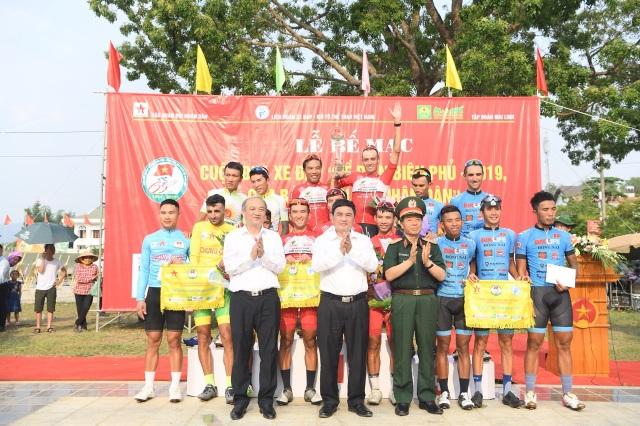 Quỹ Vòng tay đồng đội tiếp tục trao 200 triệu đồng giúp đỡ học sinh nghèo tỉnh Điện Biên - 6