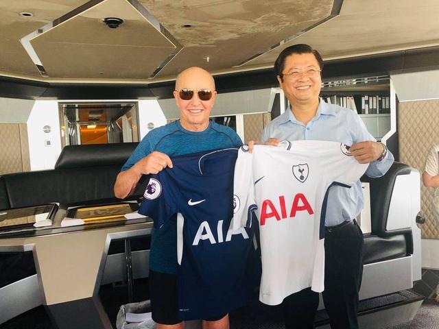 Ông chủ đội bóng Tottenham Hotspur-Joe Lewis đến Cần Thơ du ngoạn chợ nổi - 4