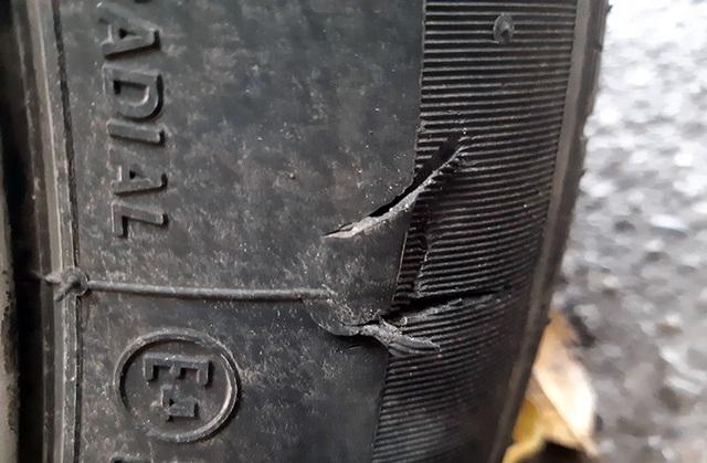 Lốp xe bị rách thành có sử dụng được tiếp? - 1