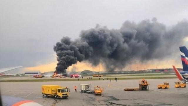 Máy bay chở khách của Nga cháy dữ dội sau khi hạ cánh khẩn cấp, 41 người thiệt mạng - 3