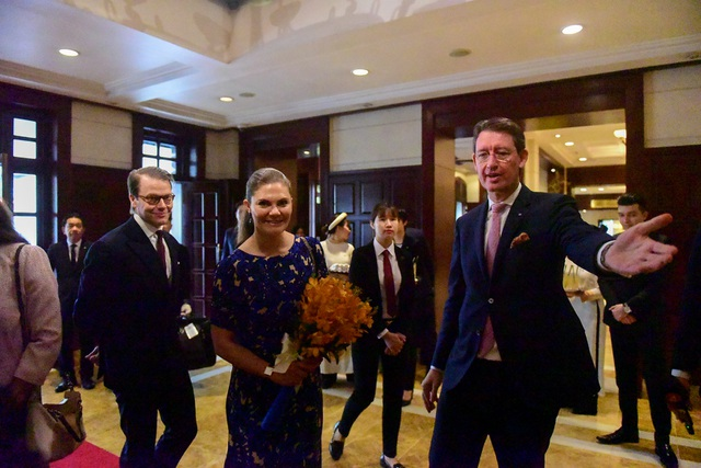 Công chúa Thụy Điển thăm căn hầm trú bom dưới khách sạn 5 sao ở Hà Nội - 1
