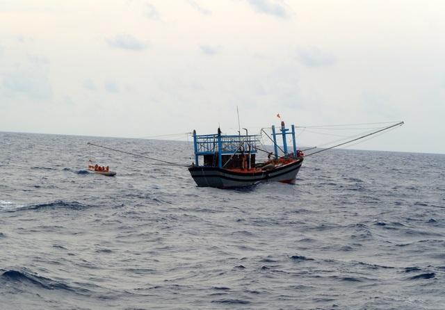 Tàu cá ngư dân bị nạn trên biển