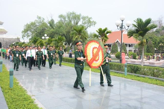 Quỹ Vòng tay đồng đội tiếp tục trao 200 triệu đồng giúp đỡ học sinh nghèo tỉnh Điện Biên - 1