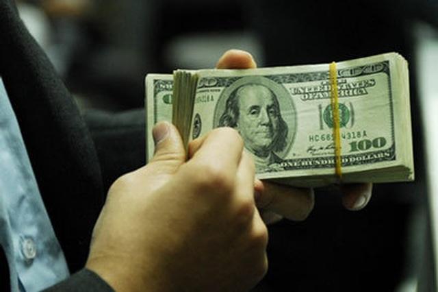 Giá USD bật tăng mạnh - 1