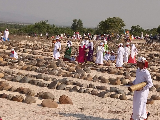 Đặc sắc lễ tảo mộ trong ngày hội Ramưwan của người Chăm - 1