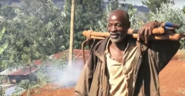 Phát ốm vì chờ đợi chính quyền, người đàn ông Kenya tự đào đường trong 6 ngày - 2