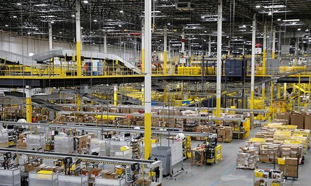 Ở Amazon, robot có thể sa thải con người nếu làm việc không đạt năng suất - 1